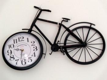 Czas... biegnie albo jeździ rowerem :-)