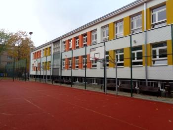Szkoła - widok od strony boiska