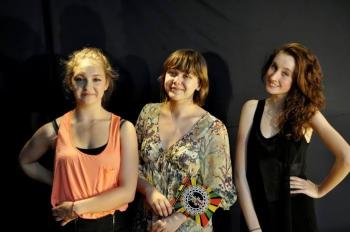 FOKA 2013' Krysia Patykowska (w środku) z tancerkami