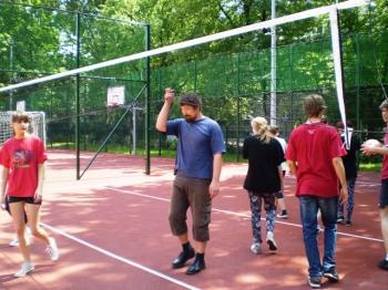 Fredrowskie Dni Sportu - mecz siatkarski Nauczyciele (m. in. pan Wierzchowski) kontra Uczniowie