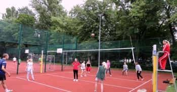 Fredrowskie Dni Sportu - rozgrywki w turnieju siatkówki