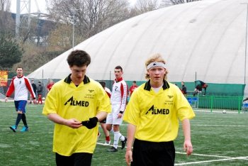 Futbolowe zmagania - Piotrek i Łukasz z klasy dziennikarskiej