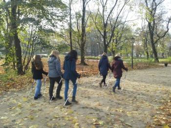 Sekcja Nordic na spacerze w parku Krasińskich