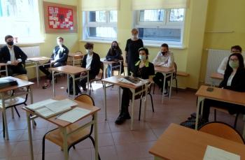 Z zachowaniem sanitarnego reżimu :-) - klasa III B