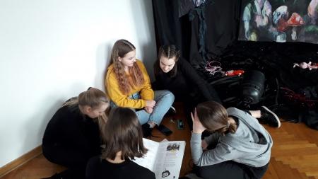 Lekcja galeryjna w Galerii Młodych Twórców Łazienkowska